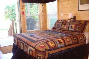 Little Bear Deluxe Cabin Queen Bed