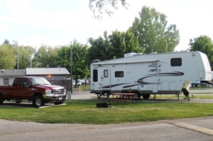 Deluxe RV with extra Parking